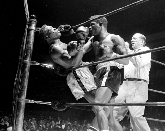 Emile Griffith vs Benny Paret, Benny (Kid) Paret lies helple